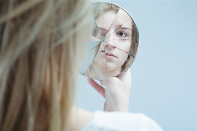 Ayna Karşısında Kendimizi Eleştirmek