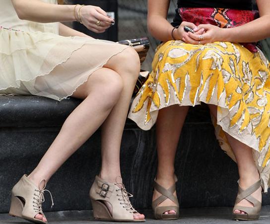 acik-renk-sandalet - Balayı tatilinde can kurtaran aksesuarlar