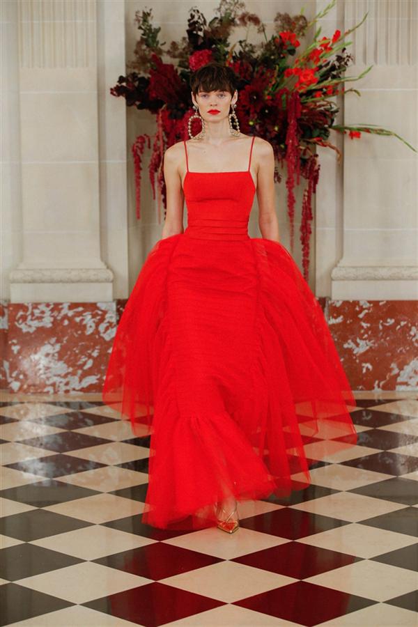 Baloya Davet: Carolina Herrera İlkbahar/ Yaz 2022 Koleksiyonu