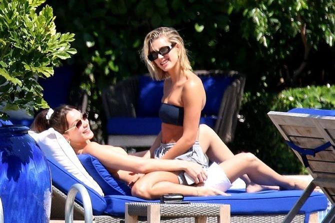 Bella Hadid ve Hailey Baldwin Tatil Sezonunu Açtı
