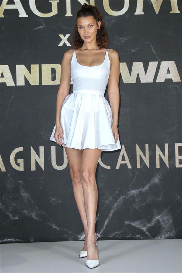 Bella Hadid'in En Şık Look'ları