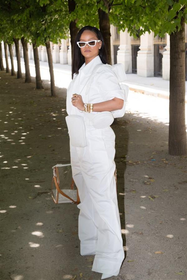 Beyaz Eyeliner'ın Bile Yakıştığı Rİhanna - Rihanna Bizi Beyaz Eyeliner ile Tanıştırıyor