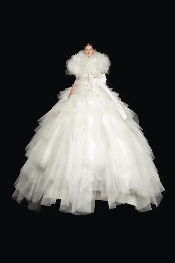 Beyazın Büyüsü: Valentino Sonbahar/Kış 2020-21 Haute Couture
