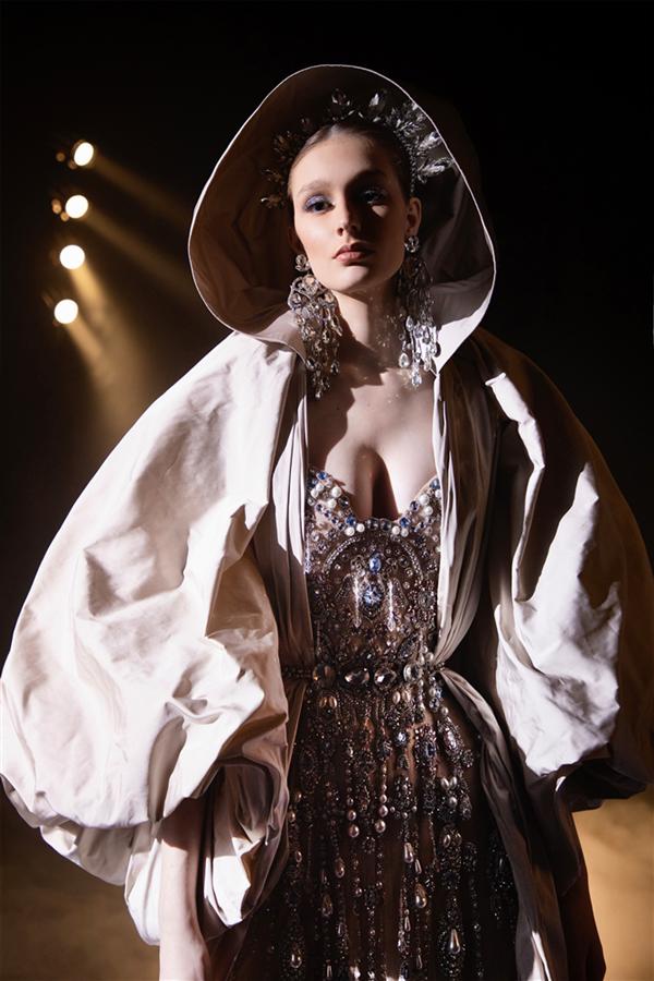 Bir Kaçış Fantezisi: Elie Saab İlkbahar 2021 Couture Le Théâtre du Rêve - Bir Kaçış Fantezisi: Elie Saab İlkbahar 2021 Couture Le Théâtre du Rêve