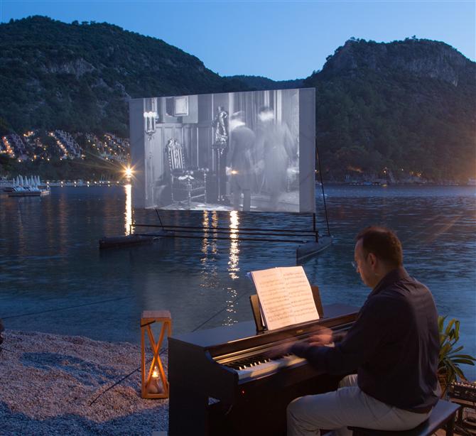 """British Film Institute'ün """"Yaz Filmleri Haftası"""" Hillside'ta Gerçekleşti - British Film Institute'ün """"Yaz Filmleri Haftası"""" Hillside'da Gerçekleşti"""