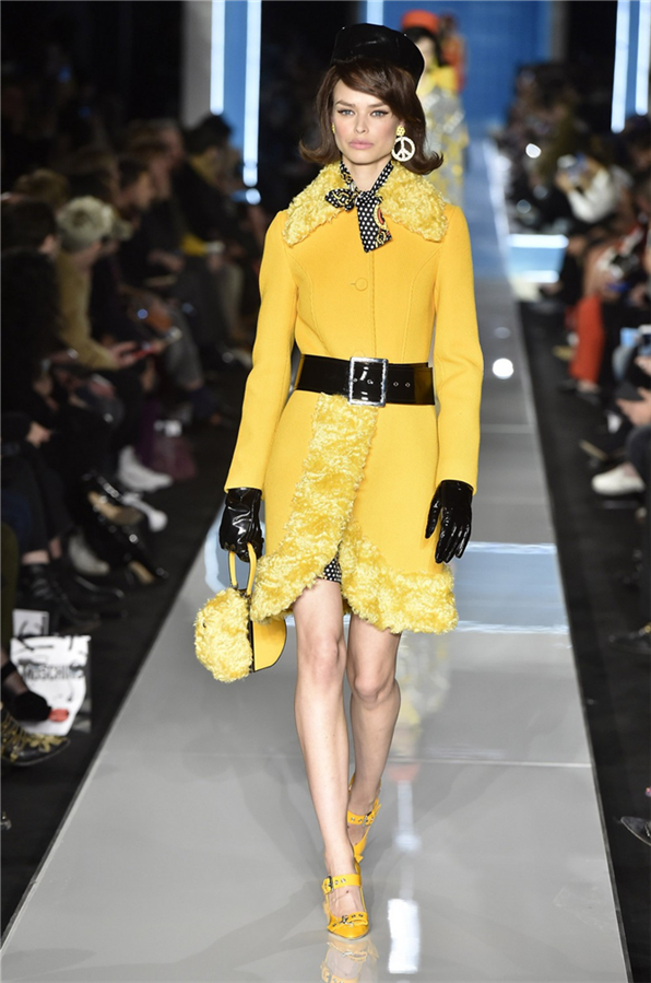 Moschino 2018 - Bu Kışın Favori Rengi: Sarı