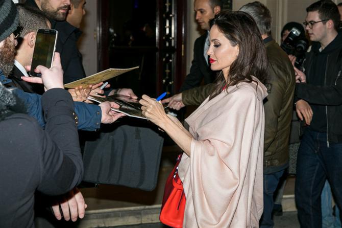 Angelina Jolie - Bu Ünlülerin Solak Olduklarını Biliyor Muydunuz?