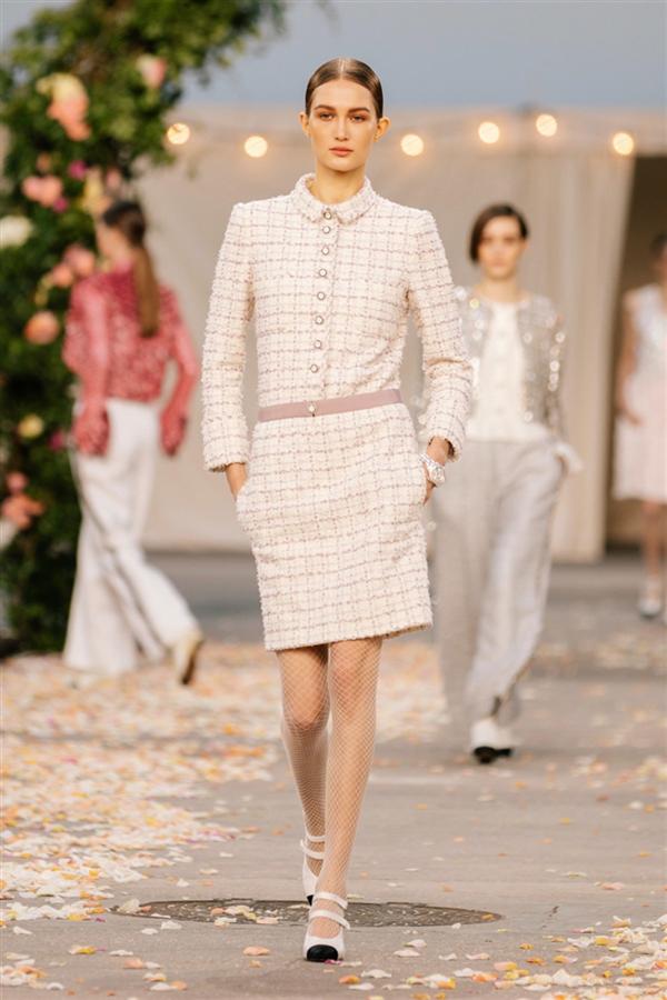 Büyüleyici Chanel Haute Couture İlkbahar/Yaz 2021 Tasarımları - Büyüleyici Chanel Haute Couture İlkbahar/Yaz 2021 Tasarımları