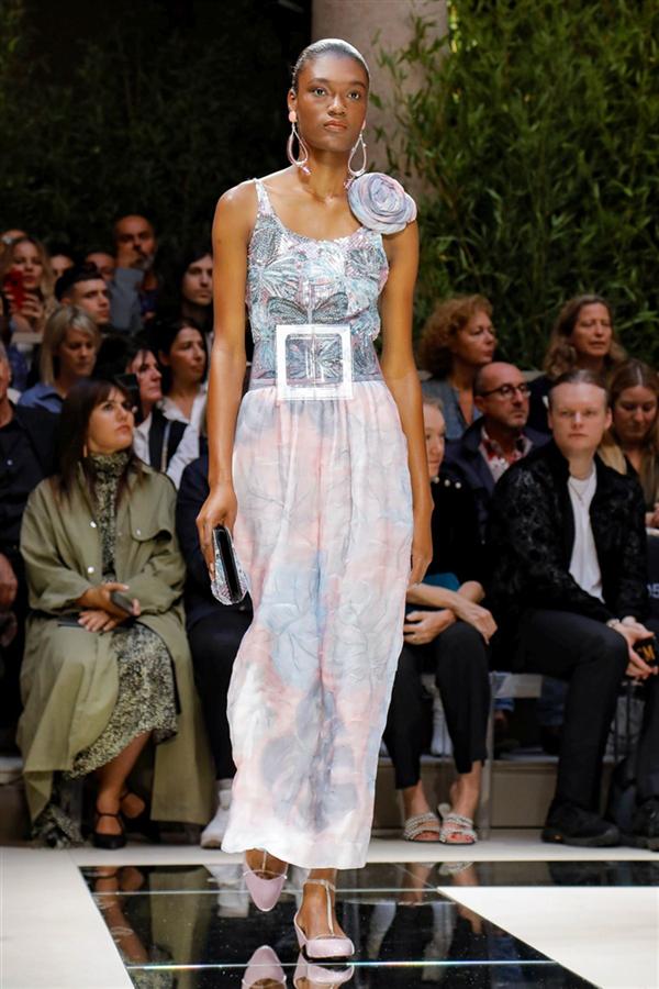 Büyüleyici Detaylarıyla Giorgio Armani İlkbahar/Yaz 2020 Koleksiyonu