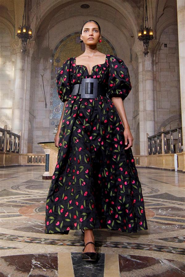 Büyülü Romantizm: Carolina Herrera İlkbahar/ Yaz 2021 Tasarımları