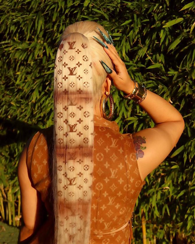 Cardi B'nin Tepeden Tırnağa Louis Vuitton Stili