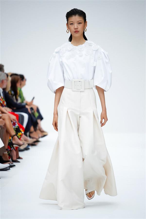 Carolina Herrera İlkbahar/Yaz 2020 Tasarımlarından Dikkat Çeken Detaylar - Carolina Herrera İlkbahar/Yaz 2020 Tasarımlarından Dikkat Çeken Detaylar
