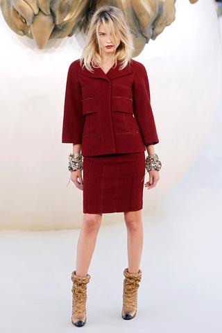 bordo-etek-ceket-kahverengi-cizmeler - Chanel Couture 2010 Sonbahar