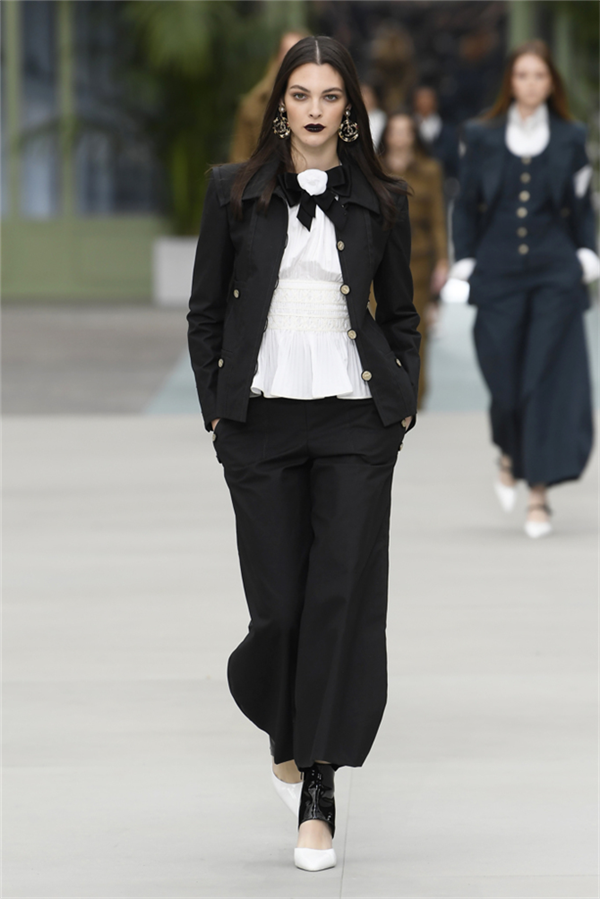 Chanel Cruise 2020 Tasarımlarından Göze Çarpan Detaylar