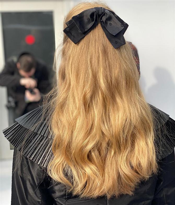 Chanel Defilesinin Güzellik Görünümlerinde 70'lerin Saç İlhamı - Chanel Defilesinin Güzellik Görünümlerinde 70'lerin Saç İlhamı