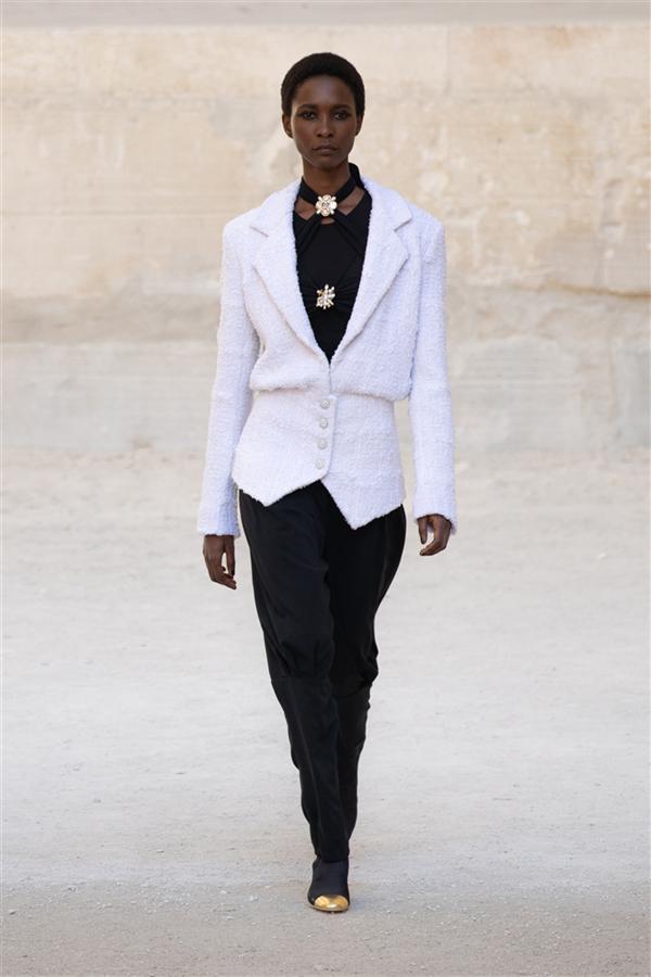 Chanel Resort 2022 Koleksiyonundan Etkileyici Tasarımlar