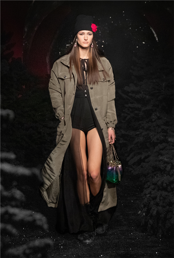 Chanel Sonbahar/Kış 2021-22 Koleksiyonu İle Parizyen Bir Kayak Tatili Rüyası - Chanel Sonbahar/Kış 2021-22 Koleksiyonu İle Parizyen Bir Kayak Tatili Rüyası