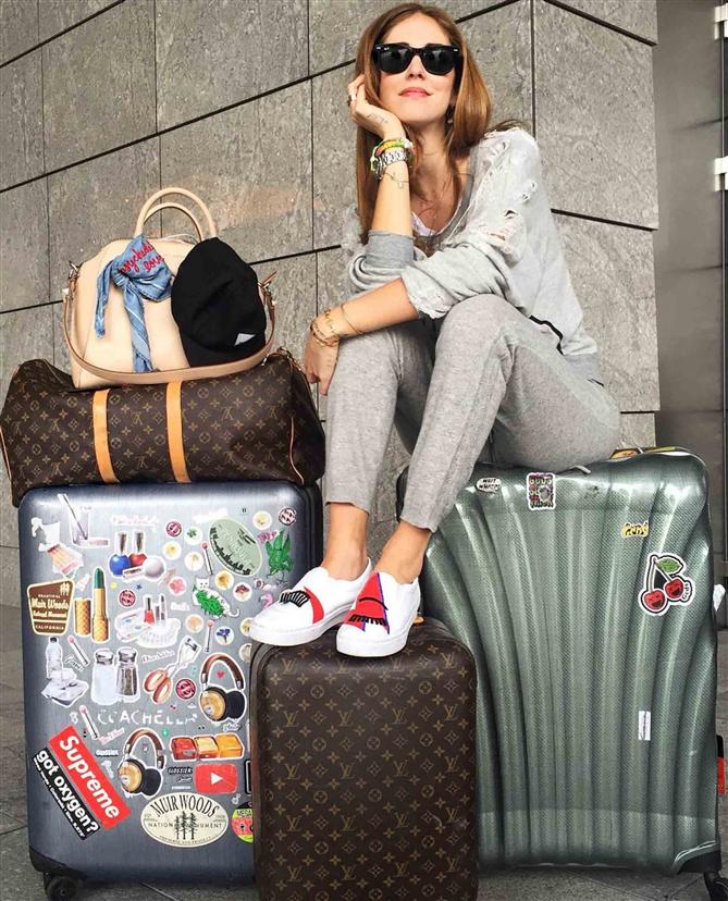 Chiara Ferragni'nin Konforlu ve Şık Seyahat Stilinden İlham Alın - Chiara Ferragni'nin Konforlu ve Şık Seyahat Stilinden İlham Alın