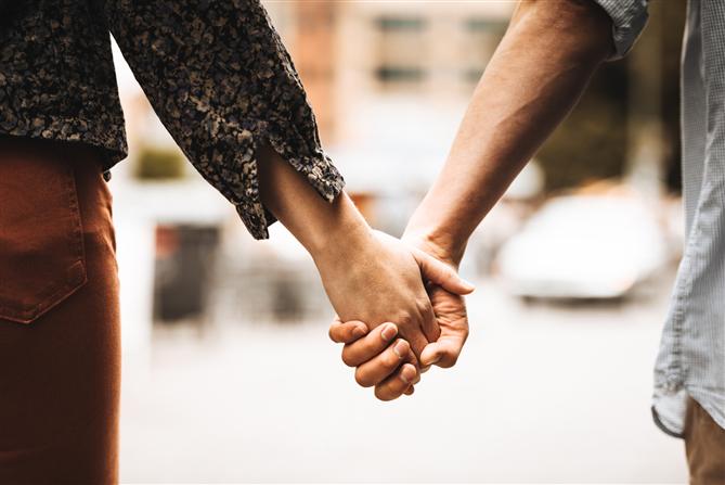 Çiftlerin Beden Dilinde El Ele Tutuşma Biçimi Neler Anlatıyor? - Çiftlerin Beden Dilinde El Ele Tutuşma Biçimi Neler Anlatıyor?