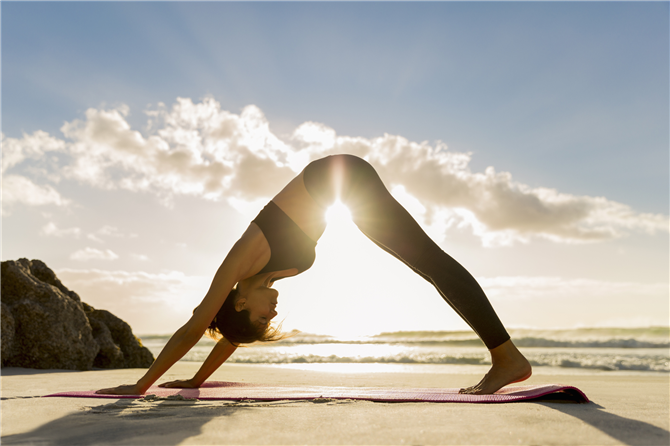Cildinize İyi Gelecek 3 Kolay ve Hızlı Yoga Hareketi