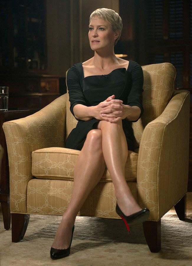 Claire Underwood'un Güçlü ve Etkileyici Stilinden İlham Veren Görünümler