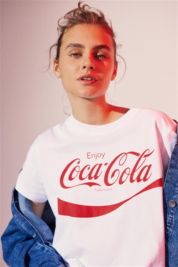 Coca-Cola Türkiye ve Mavi'den Geri Dönüştürülmüş Koleksiyon - Coca-Cola Türkiye ve Mavi'den Geri Dönüştürülmüş Koleksiyon