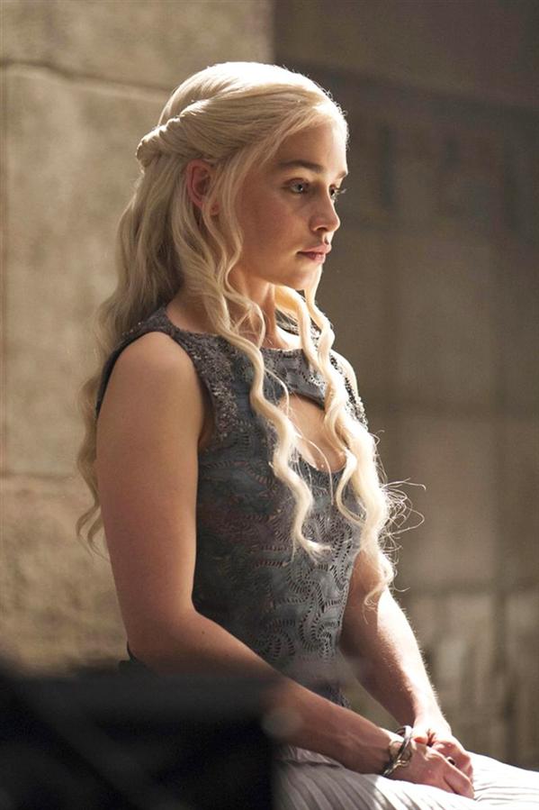 Daenerys Targaryen'ın Dizi Boyunca Beğeni Toplayan Saç Modelleri - Daenerys Targaryen'ın Dizi Boyunca Beğeni Toplayan Saç Modelleri