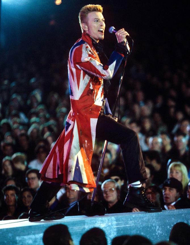 David Bowie'nin Unutulmaz ve İkonik Görünümleri