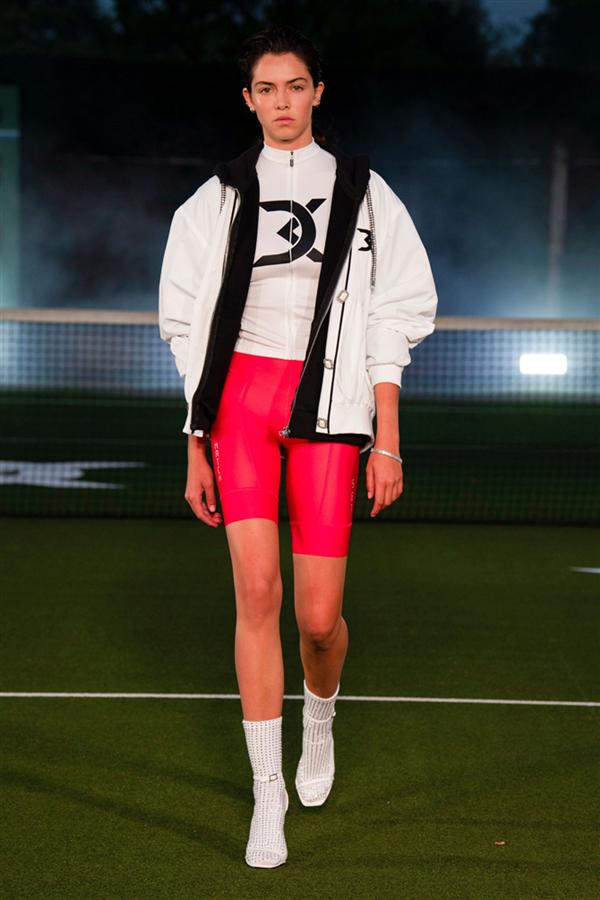 David Koma İlkbahar/Yaz 2021 Koleksiyonundan Sportif ve Çekici Detaylar