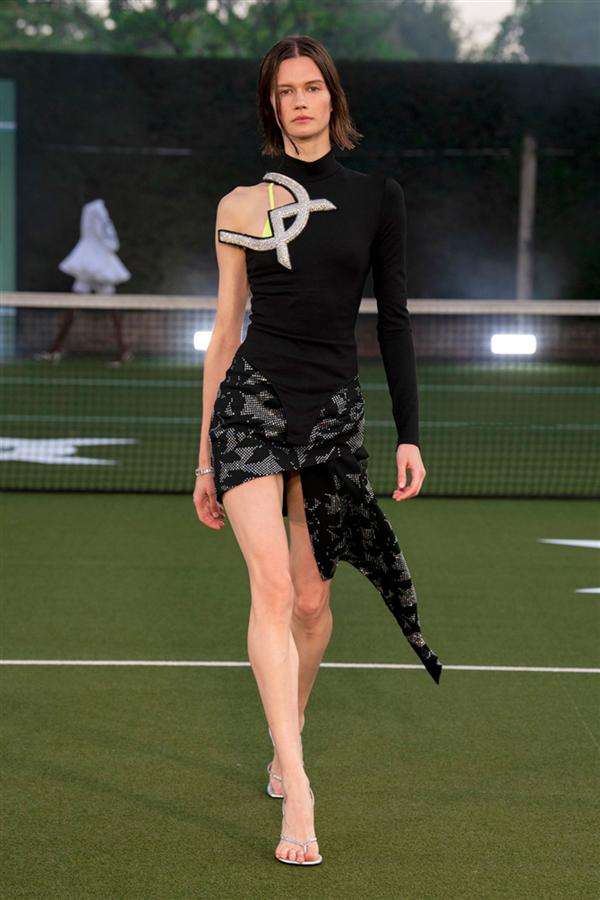 David Koma İlkbahar/Yaz 2021 Koleksiyonundan Sportif ve Çekici Detaylar - David Koma İlkbahar/Yaz 2021 Koleksiyonundan Sportif ve Çekici Detaylar
