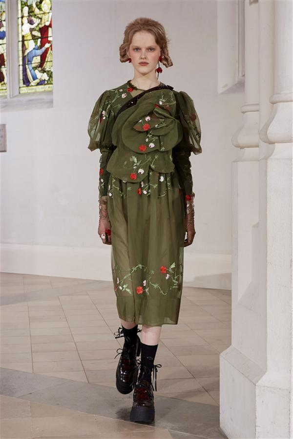 Detaylarıyla Kalp Çalan Simone Rocha Sonbahar 2021 Koleksiyonu - Detaylarıyla Kalp Çalan Simone Rocha Sonbahar 2021 Koleksiyonu