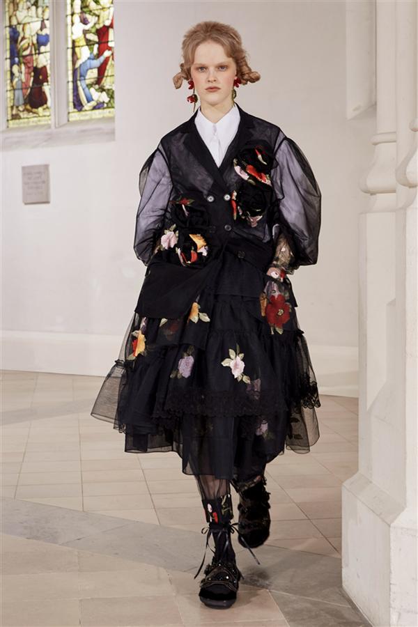 Detaylarıyla Kalp Çalan Simone Rocha Sonbahar 2021 Koleksiyonu