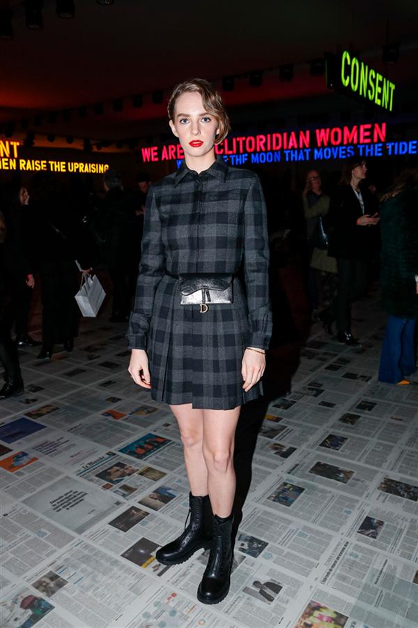 Maya Hawke - Dior Defilesinin Ön Sıradaki Ünlü Davetlilerinin Stilini Mercek Altına Alıyoruz