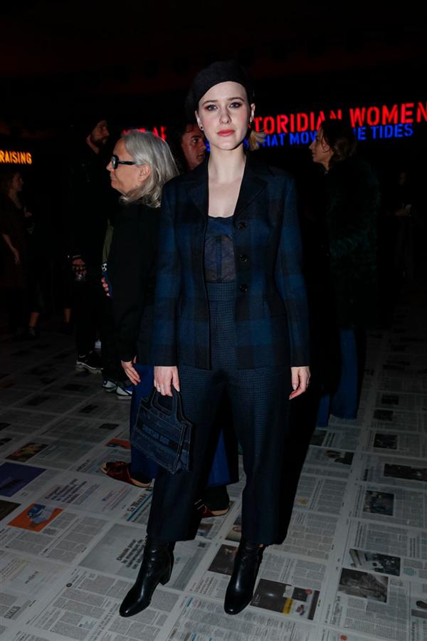 Rachel Brosnahan - Dior Defilesinin Ön Sıradaki Ünlü Davetlilerinin Stilini Mercek Altına Alıyoruz