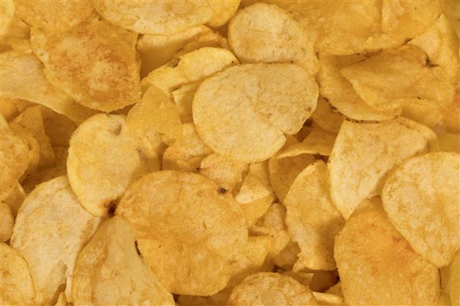 Cips ve Krakerler - Diş Sağlığını Bozan 8 Besin