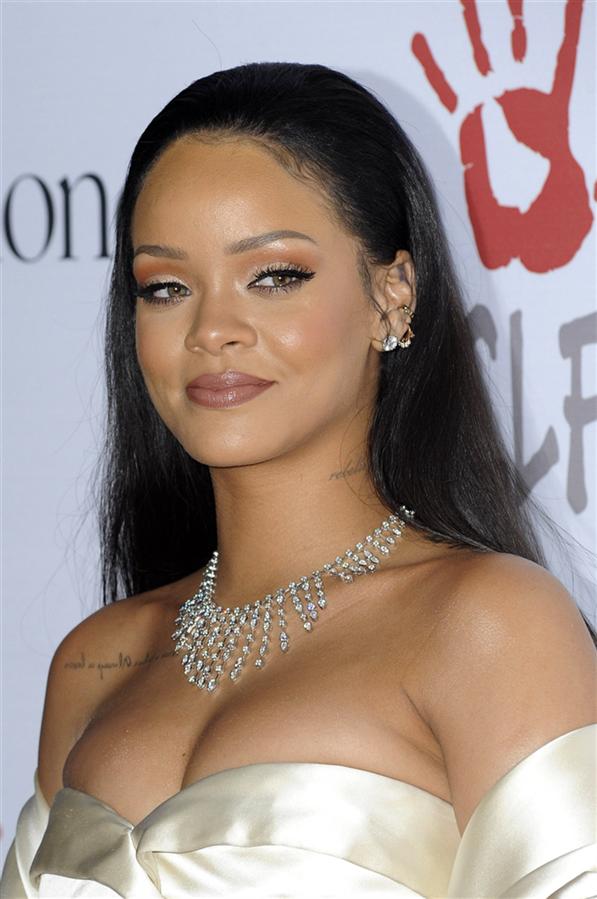 Doğum Günü Şerefine Rihanna'nın En İyi Güzellik Görünümleri