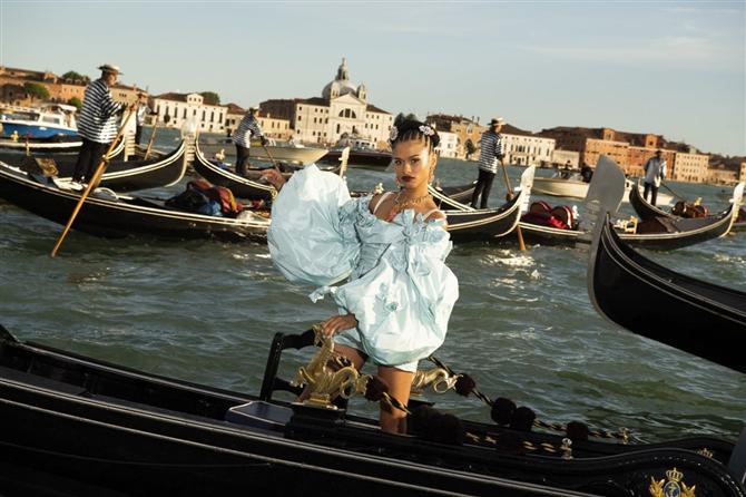 Dolce & Gabbana Alta Moda 2021 Şovundan Büyüleyici Tasarımlar - Dolce & Gabbana Alta Moda 2021 Şovundan Büyüleyici Tasarımlar