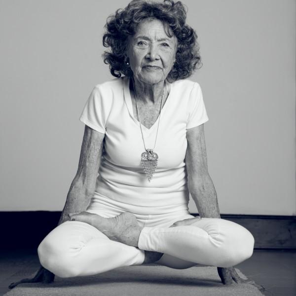 Bu dünyadan ayrılıp dans ederek yeni bir yolculuğa çıkana kadar yoga öğretmeye devam edeceğim