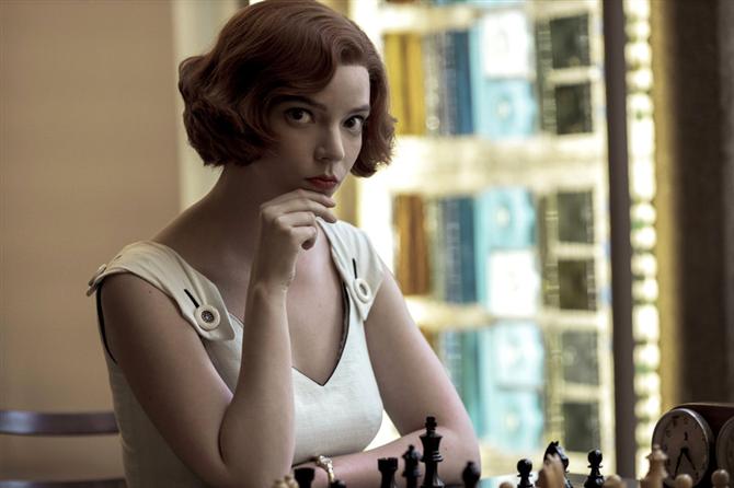 Ekran Stili: The Queen's Gambit Dizisinden Öne Çıkan Moda Görünümleri - Ekran Stili: The Queen's Gambit Dizisinden Öne Çıkan Moda Görünümleri