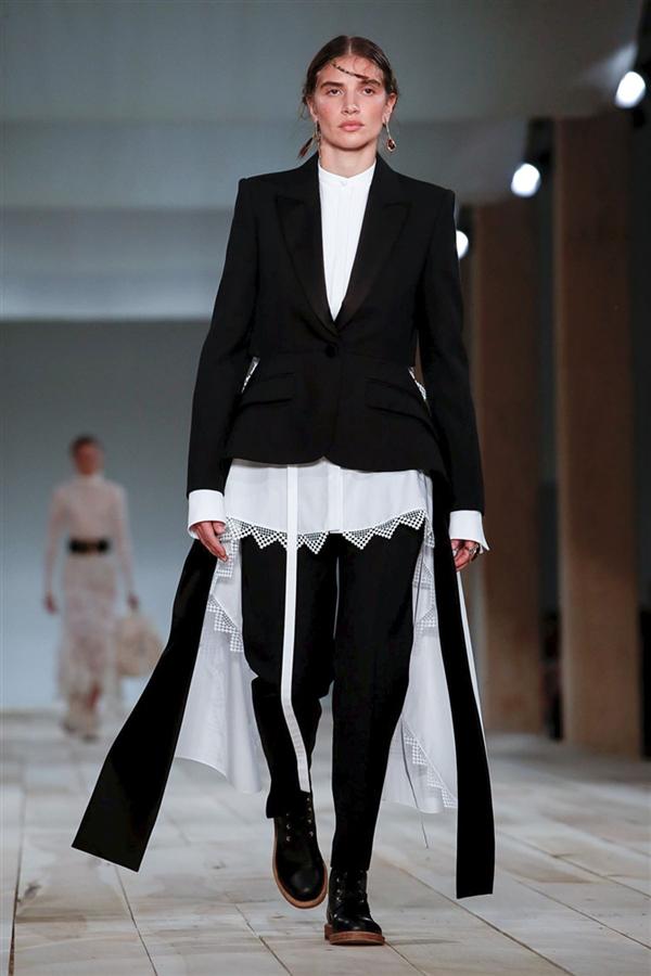 Elegan Tasarımlar: Alexander McQueen İlkbahar/Yaz 2020