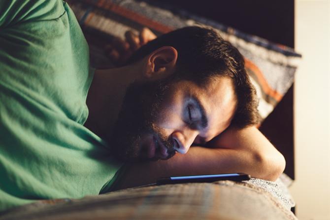 Elektronik Cihazlarla Bir Yastığa Baş Koymak