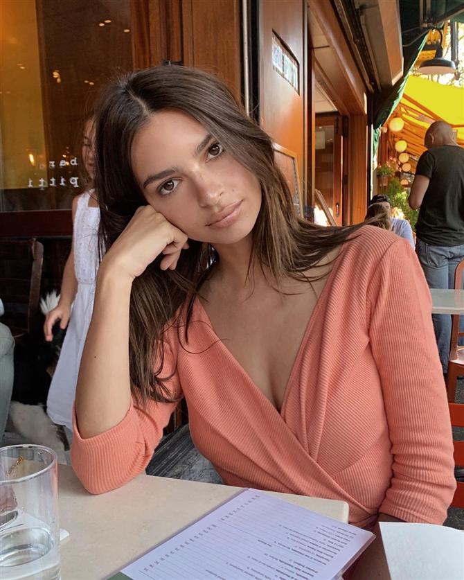 Emily Ratajkowski'nin Güzellik Rutinlerine Kulak Verin