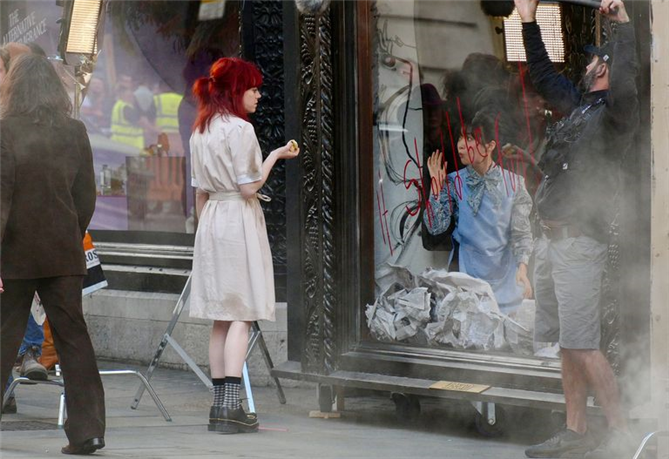 Emma Stone Merakla Beklenen Cruella de Vil Rolünde İlk Kez Görüntülendi