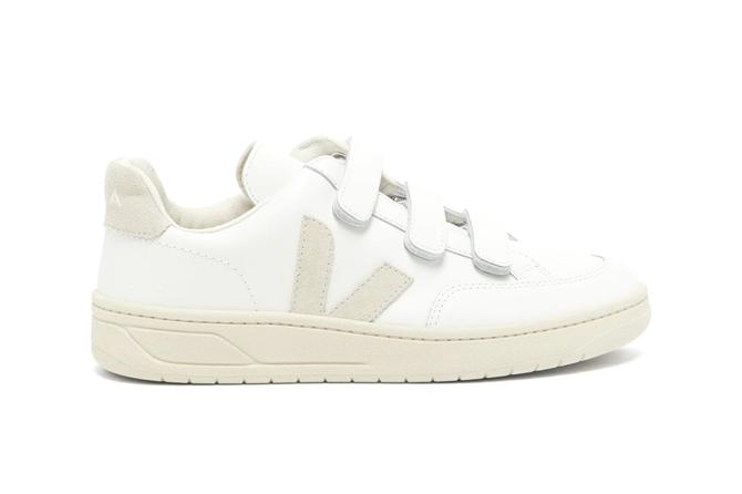 En Tarz Beyaz Spor Ayakkabı Modelleriyle Bahar Dolabınızı Canlandırın - En Tarz Beyaz Spor Ayakkabı Modelleriyle Bahar Dolabınızı Canlandırın