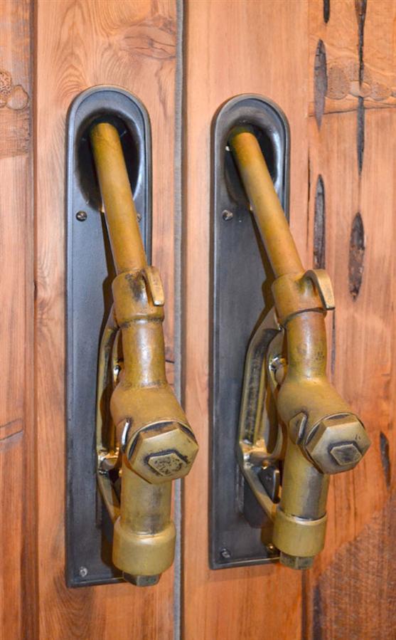 En Tuhaf 12 Kapı Kolu
