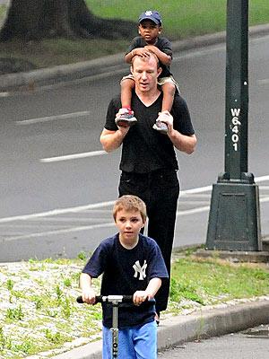 guy-ritchie- - En yakışıklı babalar...