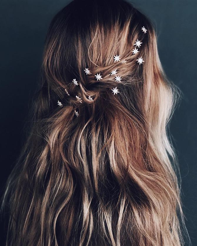 Gelin Saç Aksesuarlarının Kullanımında İlham Verecek Modeller