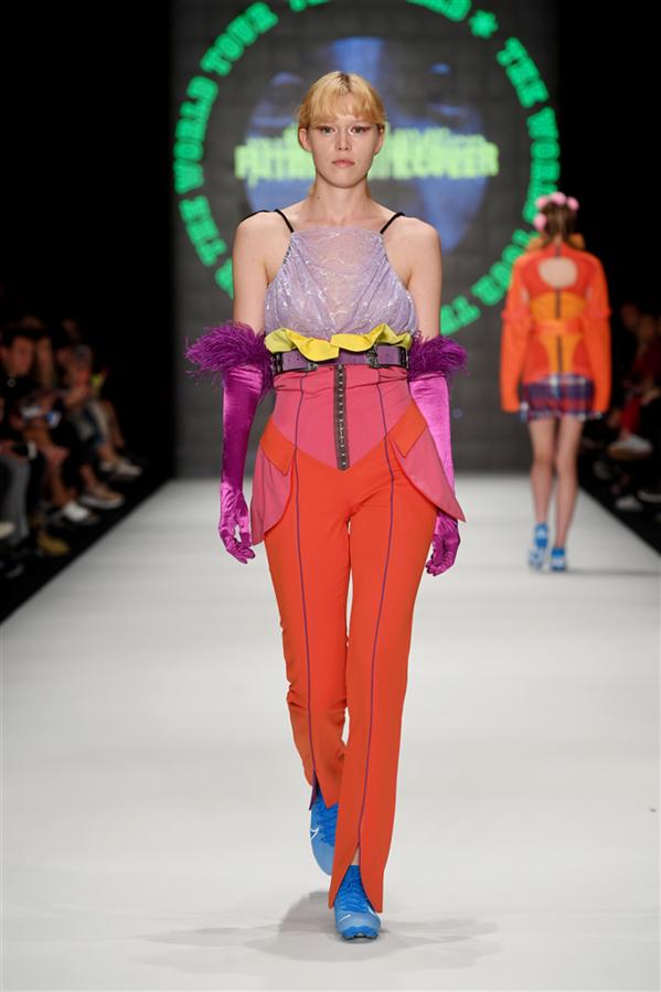 """Genç Yetenekler Moda Haftasında """"Pioneering Designers I"""" Defilesiyle Podyumda"""