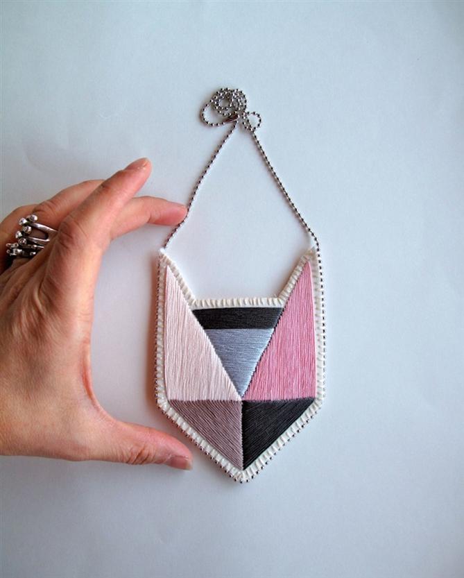 Geometrik ve Renkli İşlemeli Mücevherler
