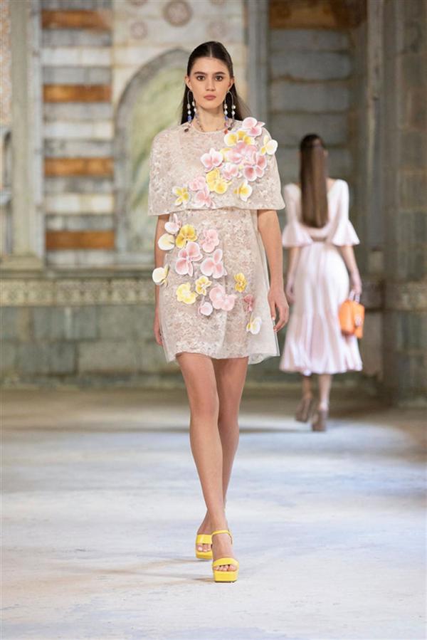 Georges Hobeika İlkbahar/ Yaz 2022 Tasarımları